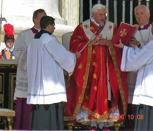Benedikt_XVI_Rom2006.jpg